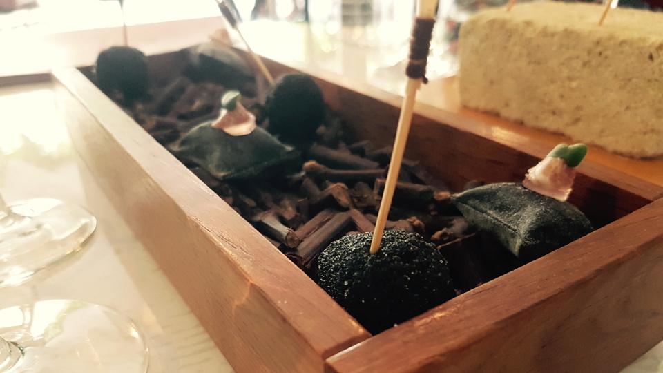 vinous table logis de la cad ne saint milion oct 2018 vinous explore all things wine. Black Bedroom Furniture Sets. Home Design Ideas